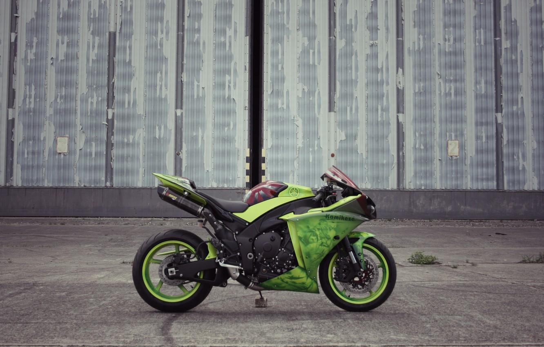 Photo wallpaper wall, green, the building, motorcycle, profile, yamaha, bike, Yamaha, yzf-r1