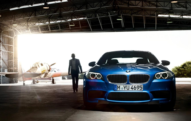 Photo wallpaper car, machine, light, people, hangar, light, the plane, 1920x1200, man, plane, hangar, bmw m5 2011