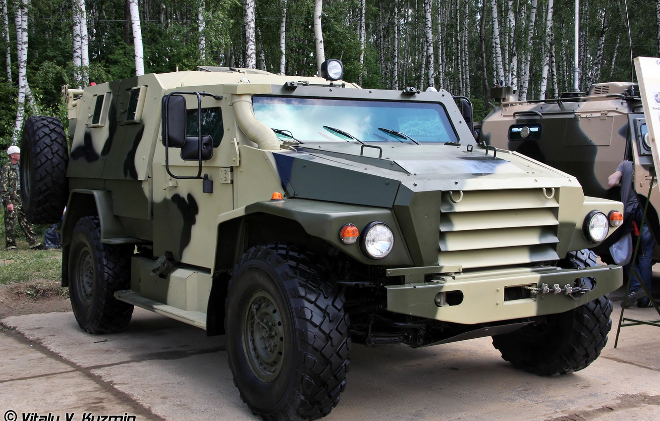 Photo wallpaper wolf, exhibition, armored car