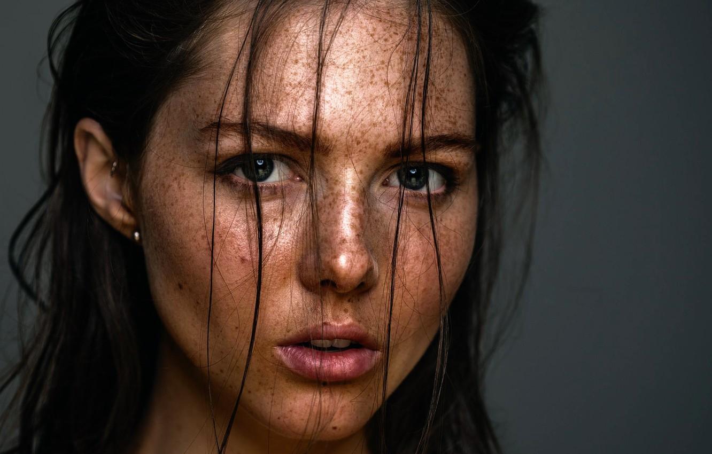 Wallpaper portrait, freckles, sponge