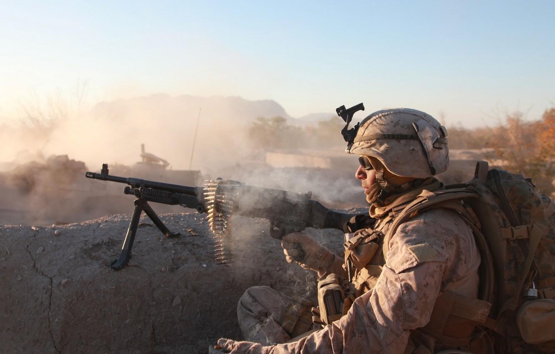 Photo wallpaper gun, soldier, desert, light machine gun