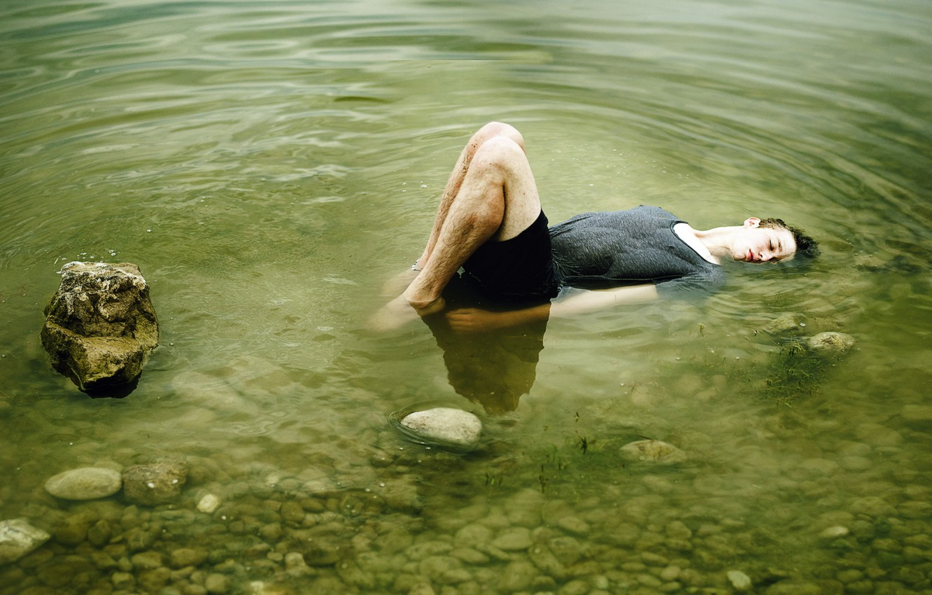 Photo wallpaper water, pose, background, stay, feet, meditation, male, guy, addict, hangover, handsome, drunk