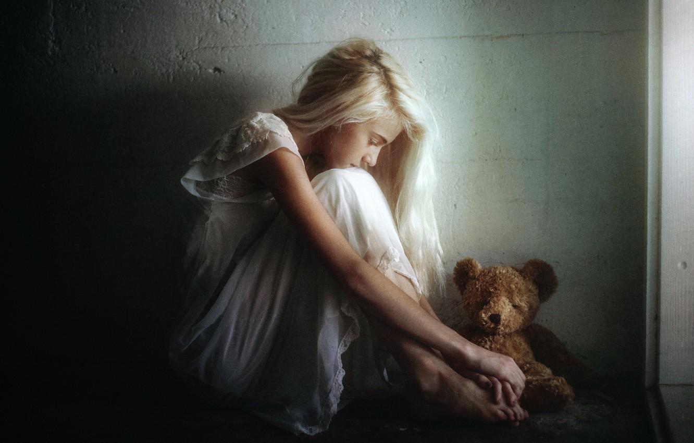 Photo wallpaper sadness, girl, toy, bear, TJ Drysdale