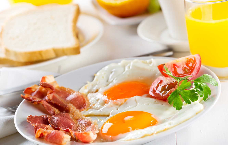 Photo wallpaper greens, Breakfast, scrambled eggs, tomato, bacon, tomatoes, greens, Breakfast, bacon, scrambled eggs