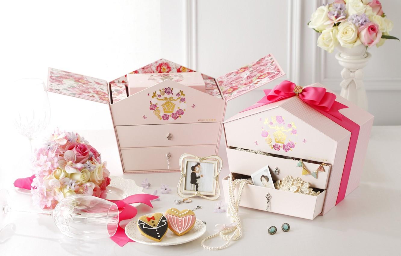 Photo wallpaper flowers, glass, cookies, figures, box, wedding