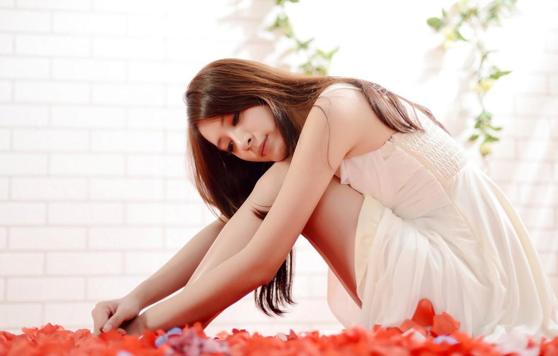 Photo wallpaper girl, smile, petals