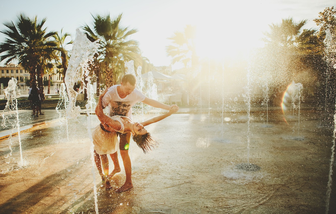 Photo wallpaper happiness, dance, fountain, lovers, two
