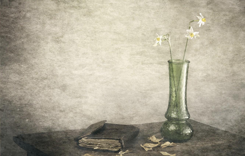 Photo wallpaper leaves, figure, vase, daffodils