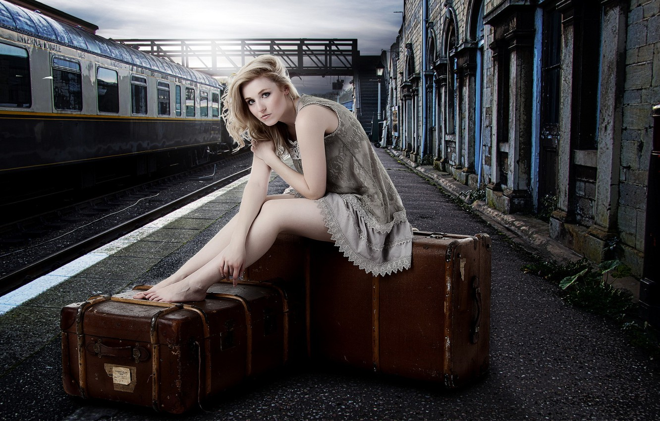 Photo wallpaper girl, station, suitcases, Laura