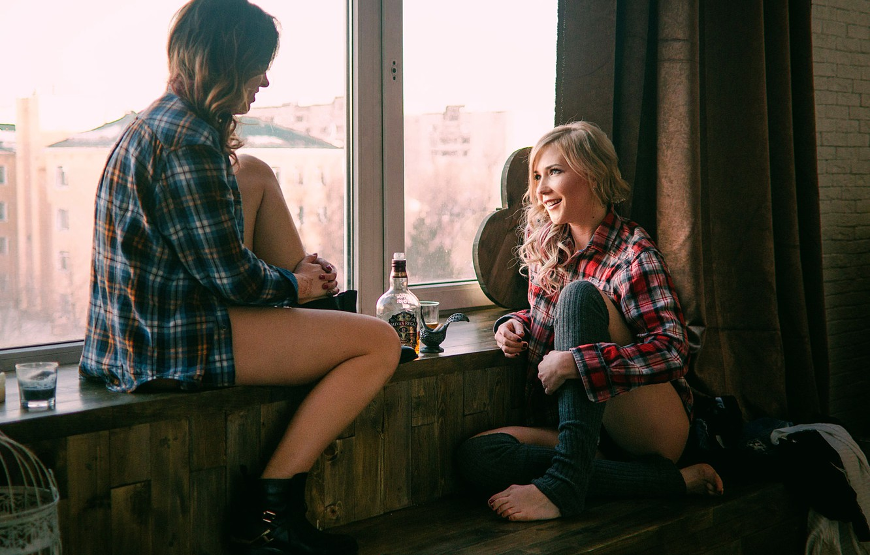 Photo wallpaper alcohol, two girls, friend, the conversation, Friends