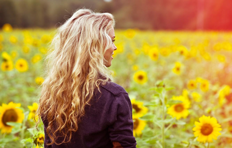 Photo wallpaper field, summer, girl, light, sunflowers, flowers, face, smile, heat, mood, glade, hair, back, color, jacket