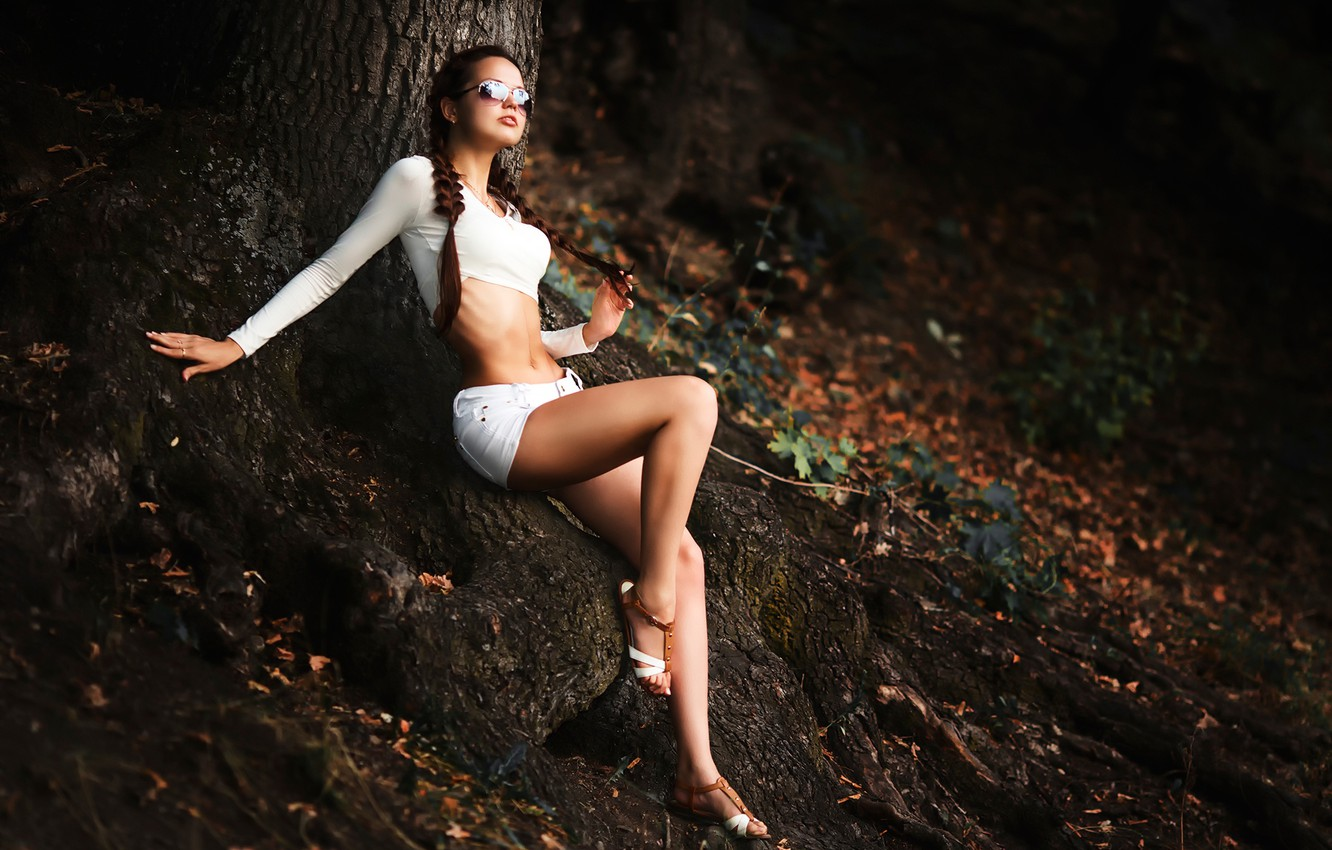 Photo wallpaper roots, tree, shorts, forest nymph