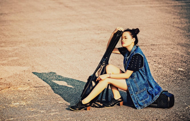Photo wallpaper girl, street, guitar