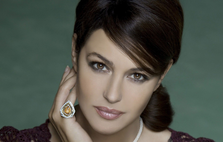 Photo wallpaper look, face, model, hand, actress, monica bellucci