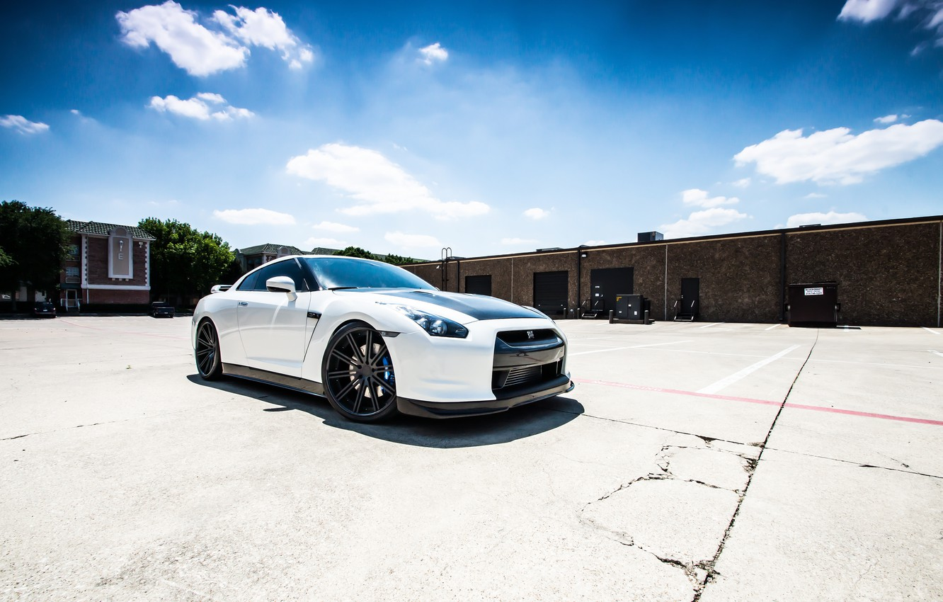 Photo wallpaper white, cracked, shadow, nissan, Parking, white, Nissan, gt-r, GT-R, r35
