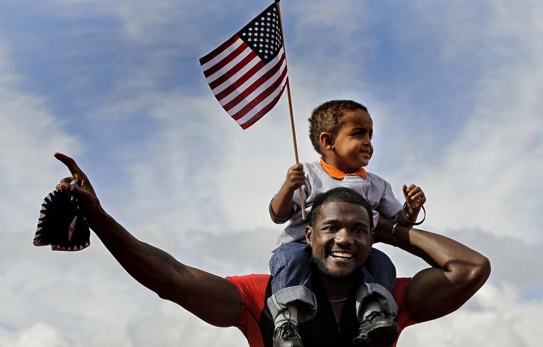 Photo wallpaper the sky, boy, flag, athlete, male, child, runner, Negros, black, Justin Gatlin, Justin Gatlin, African …