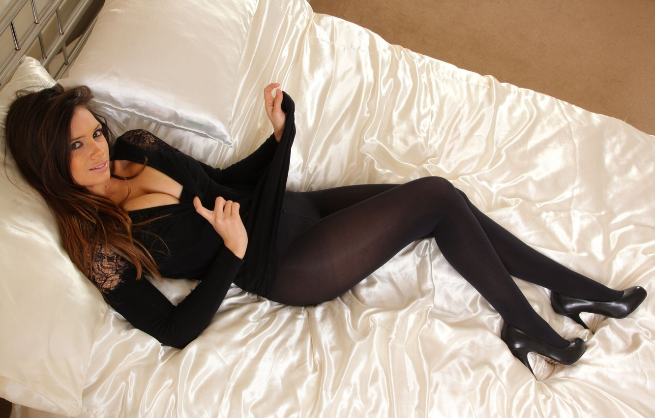 Photo wallpaper look, face, room, body, bed, pillow, shoes, brown hair, British, Louisa marie