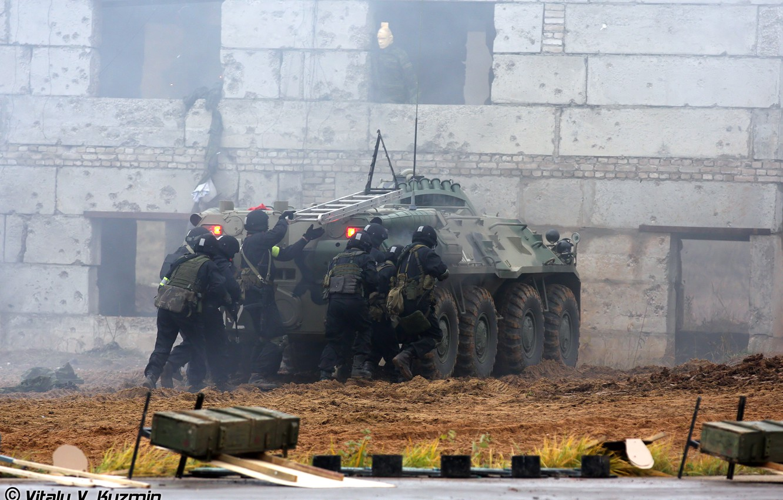 Photo wallpaper the building, Russia, storm, BTR80, MIA, Special forces, SPC