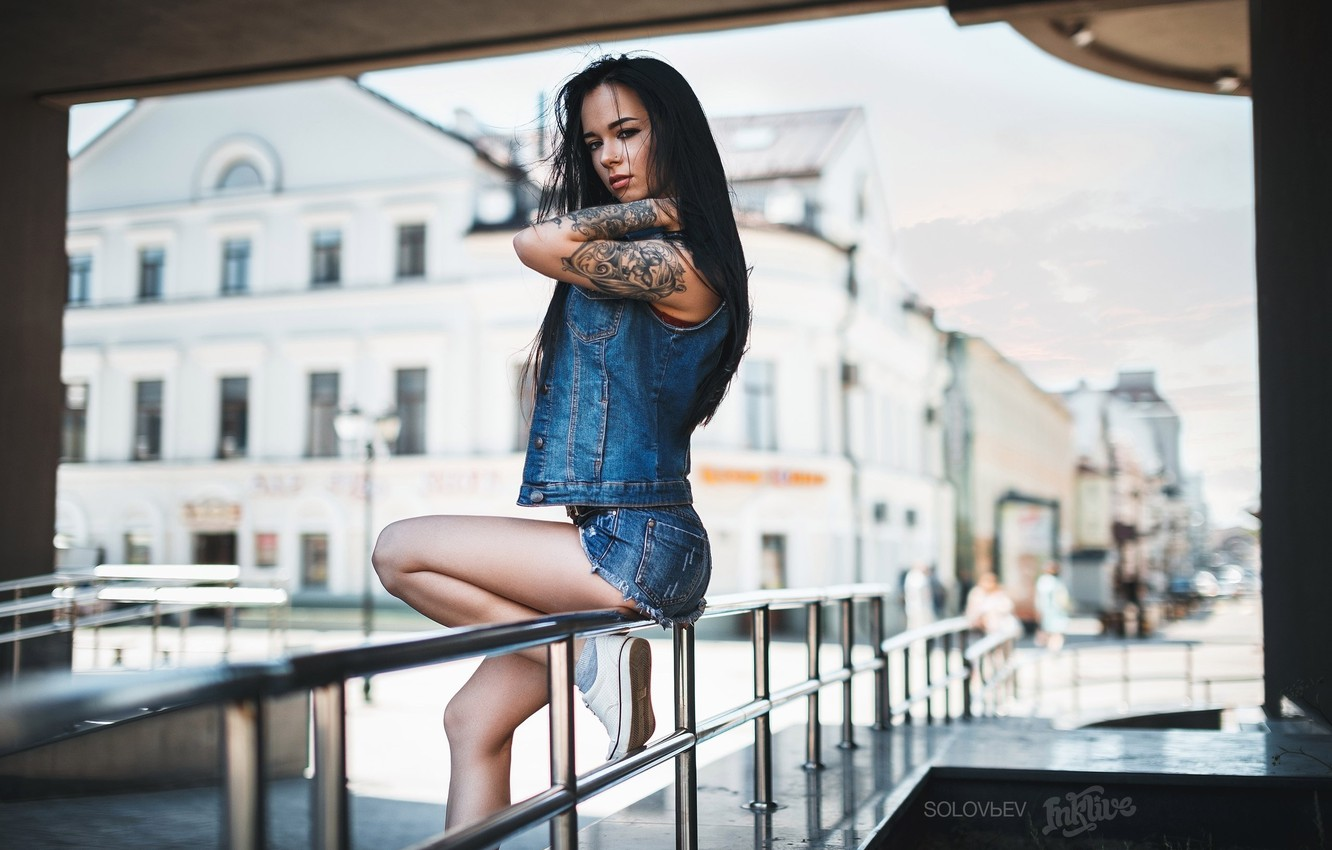 Photo wallpaper girl, sexy, pose, shorts, sneakers, home, makeup, figure, brunette, tattoo, jacket, hairstyle, railings, street, photographer, …