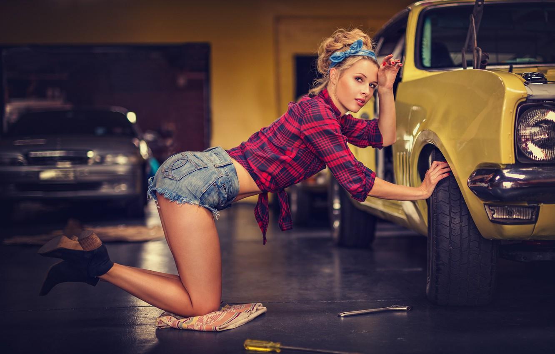 Photo wallpaper Girl, blonde, car, repair