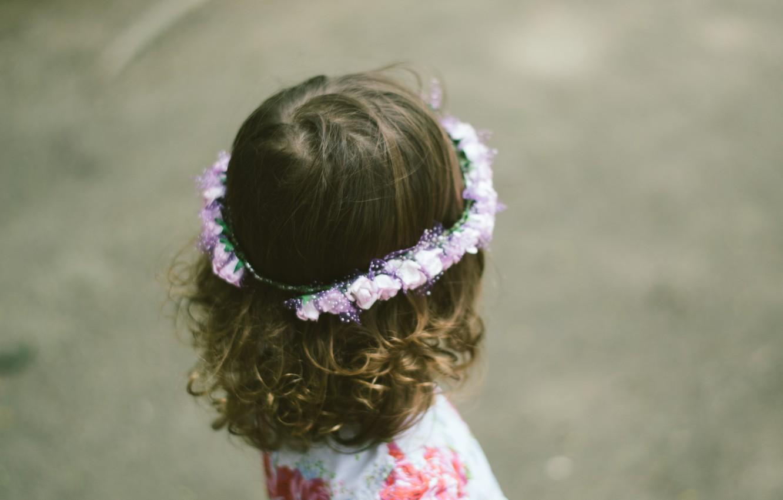 Photo wallpaper child, girl, curls, wreath