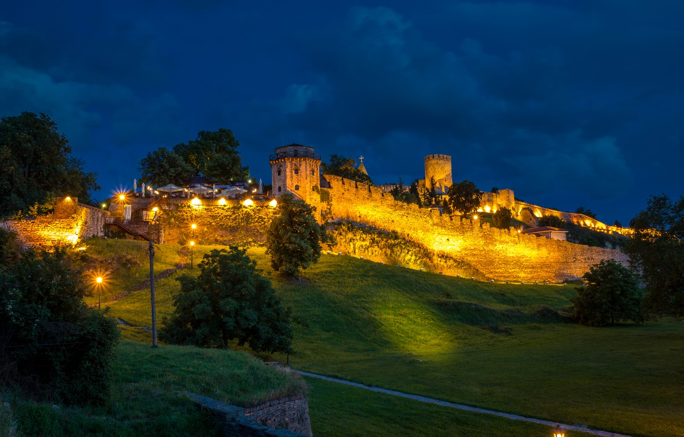Photo wallpaper greens, grass, trees, night, lights, wall, the descent, slope, hill, tower, fortress, Serbia, Belgrade Fortress