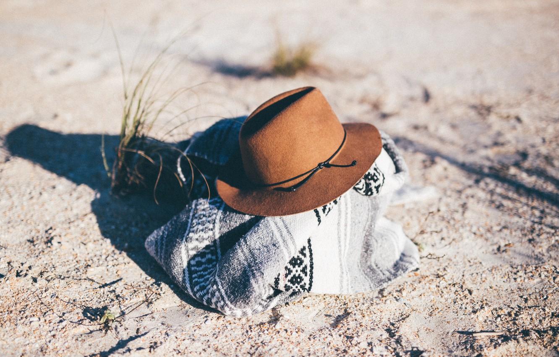 Photo wallpaper sand, grass, hat