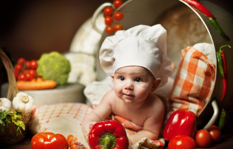 Photo wallpaper children, baby, lies, pillow, pan, vegetables, child, Anna Levankova, scullion
