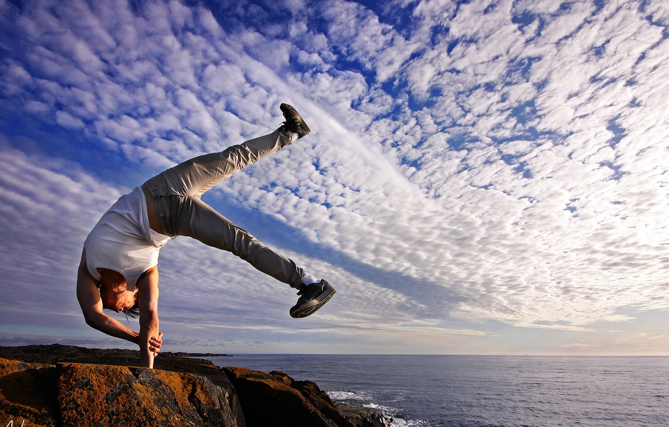 Photo wallpaper sea, the sky, freedom, clouds, pose, serenity, people, horizon, stand, rock, breakdancing, spirituality, tranquility