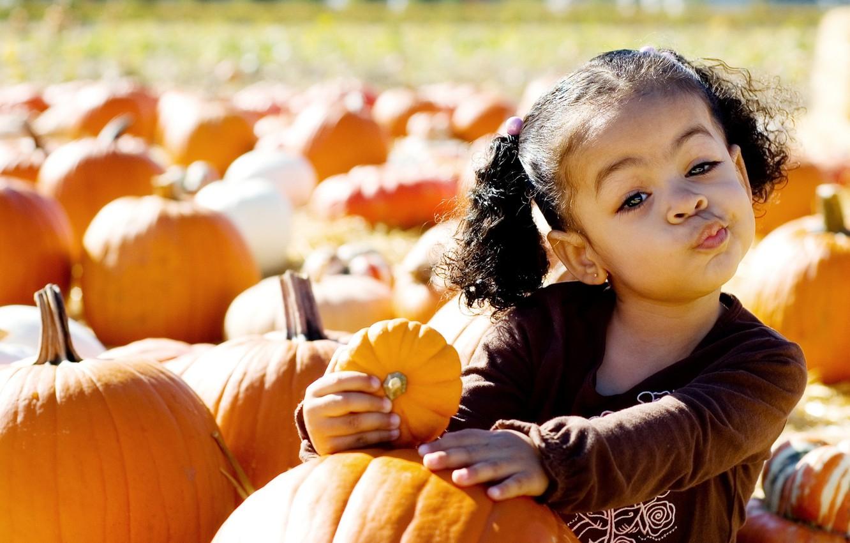 Photo wallpaper face, child, girl, pumpkin, pumpkin, grimace, the fruit, cool