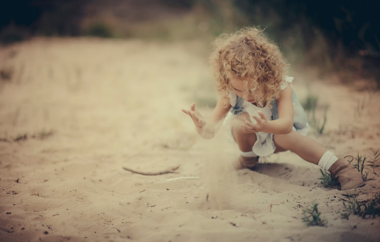 Photo wallpaper sand, the game, girl