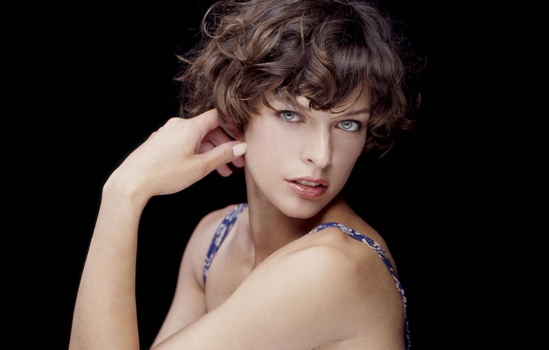 Milla Jovovich   Milla jovovich, Stunning eyes, Bald girl
