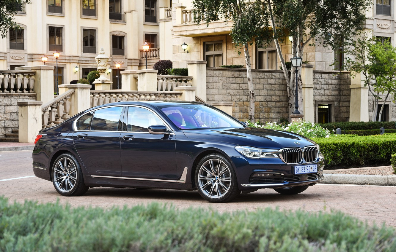 Photo wallpaper lawn, BMW, track, fountain, mansion, the bushes, 730d