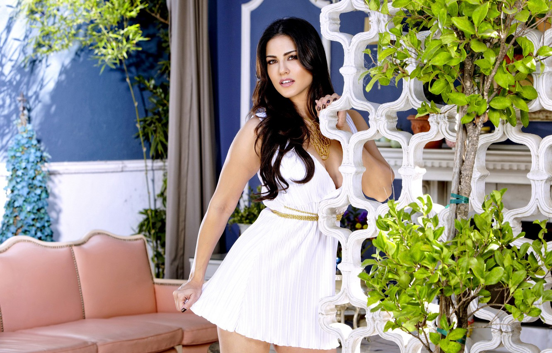 Photo wallpaper white, makeup, dress, brunette, neckline, decoration, chain, beautiful, Sunny Leone, mansion