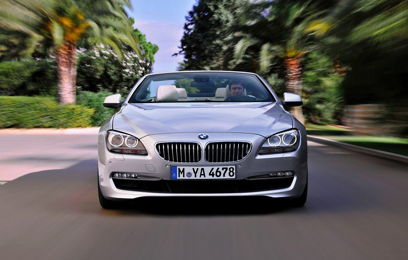 Photo wallpaper BMW, Grille, BMW, The hood, Day, Lights, Driver, Room, 6 Series, The front, In Motion