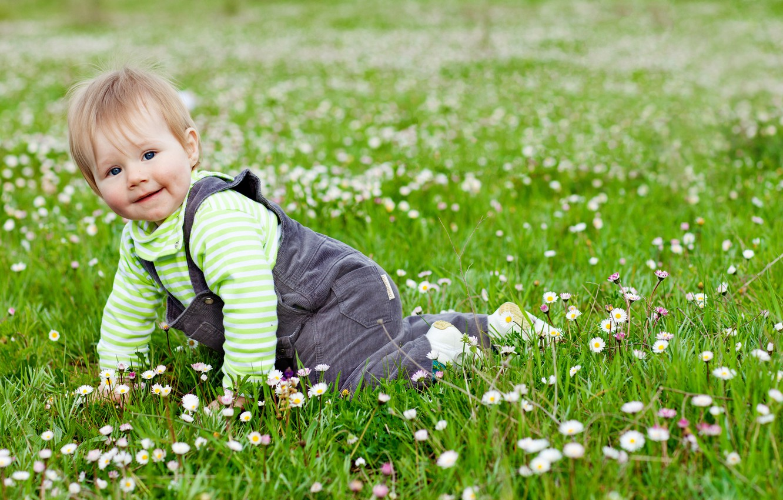 Photo wallpaper grass, joy, flowers, children, game, child, garden, cute, play, grass, happy, flowers, garden, child, baby, …
