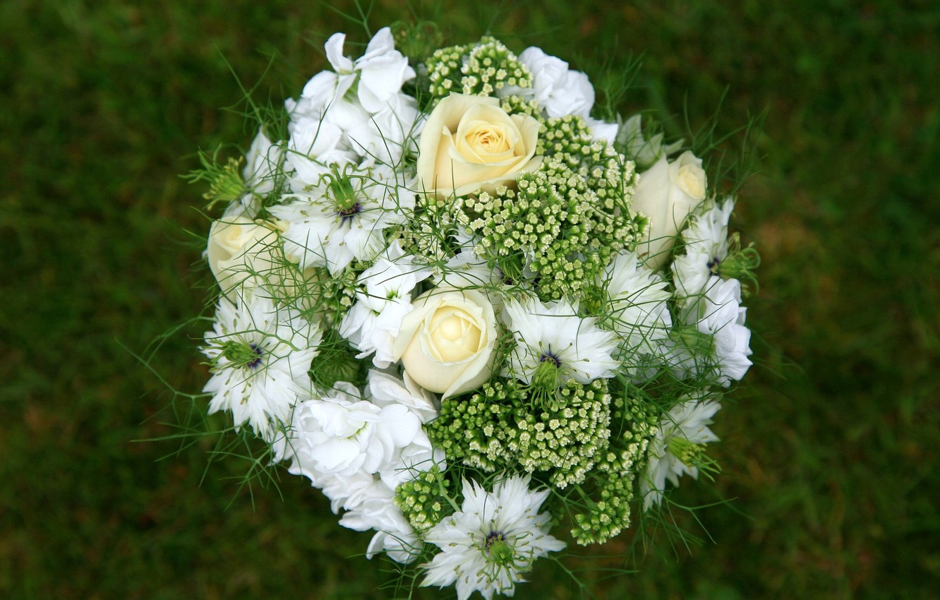 Photo wallpaper GRASS, WHITE, ROSES, BOUQUET, GREEN, COMPOSITION