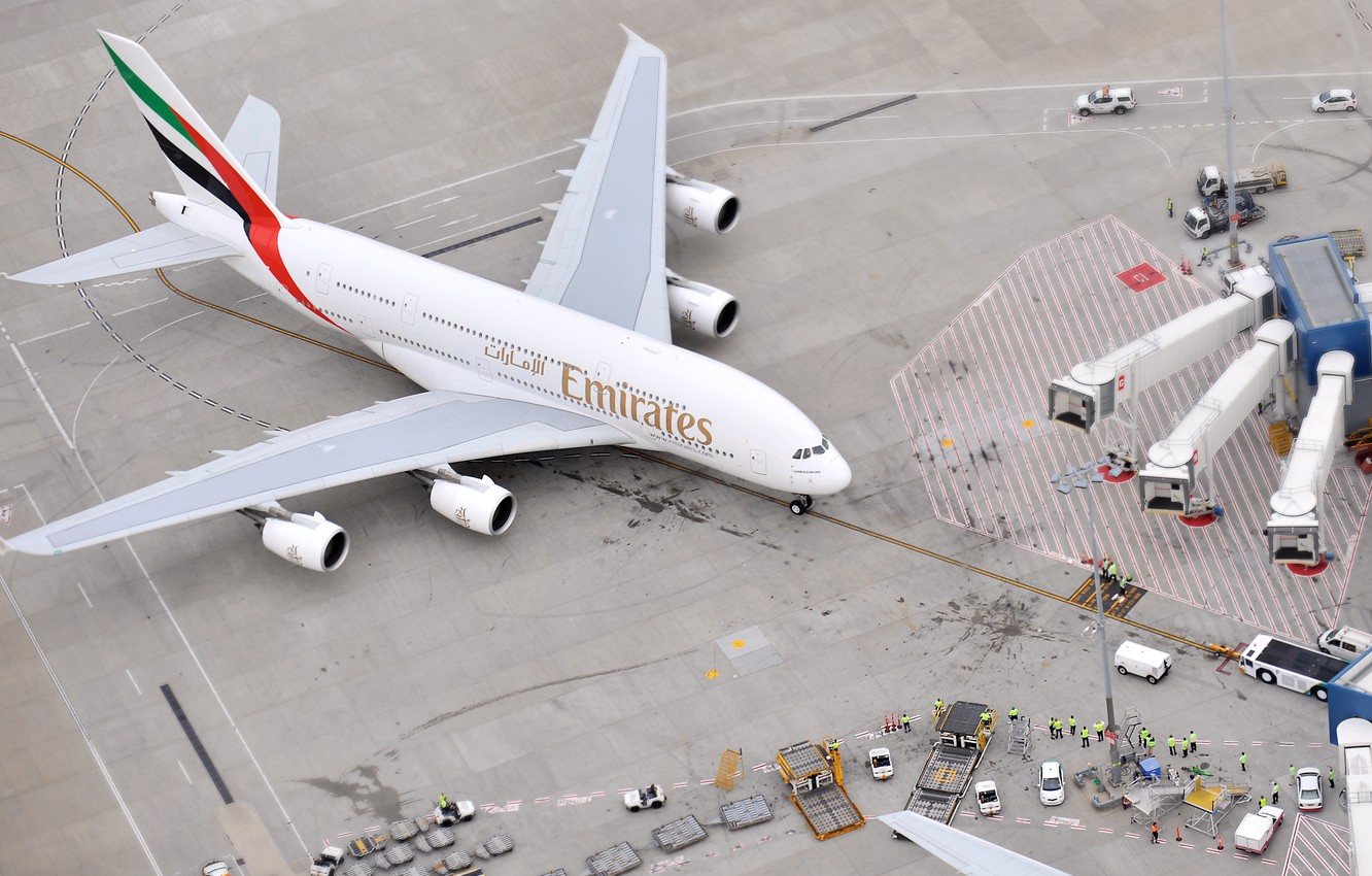 Photo wallpaper The plane, People, Airport, The view from the top, A380, Passenger, Airbus, Airliner, Emirates Airline, …