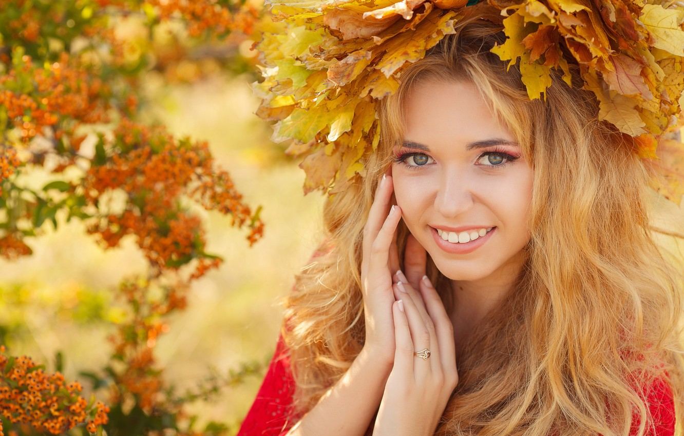 Photo wallpaper autumn, look, leaves, girl, smile, makeup, blonde, wreath