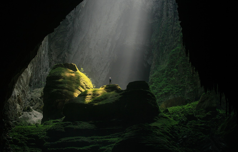 Photo wallpaper light, rocks, people, cave, Vietnam