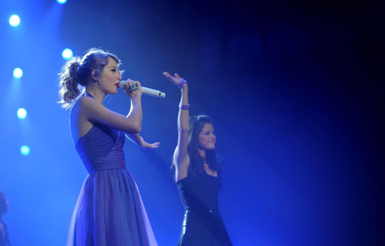 Photo wallpaper concert, Taylor Swift, Selena Gomez