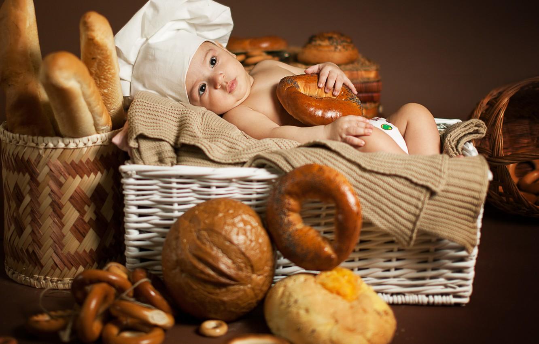 Photo wallpaper children, baby, bread, bagels, bread, child, cap, bagels, basket, loaves, Anna Levankova, scullion