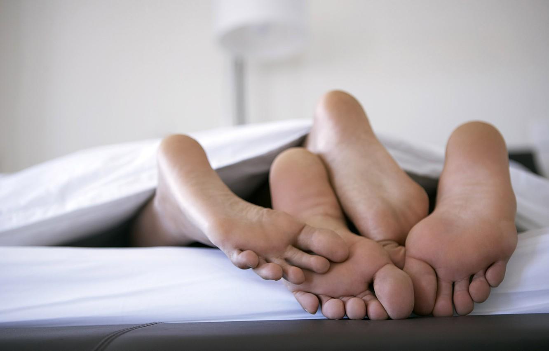 Photo wallpaper love, feet, bed