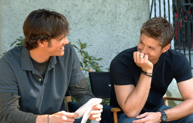 Photo wallpaper smile, watch, laughter, actor, Supernatural, Jensen Ackles, Supernatural, Sam, Dean, Jensen Ackles, over the padalecki …