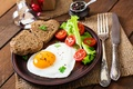 Picture Breakfast, tomatoes, egg, bread, salad, scrambled eggs, bread, knife, serving, Tomatoes, egg
